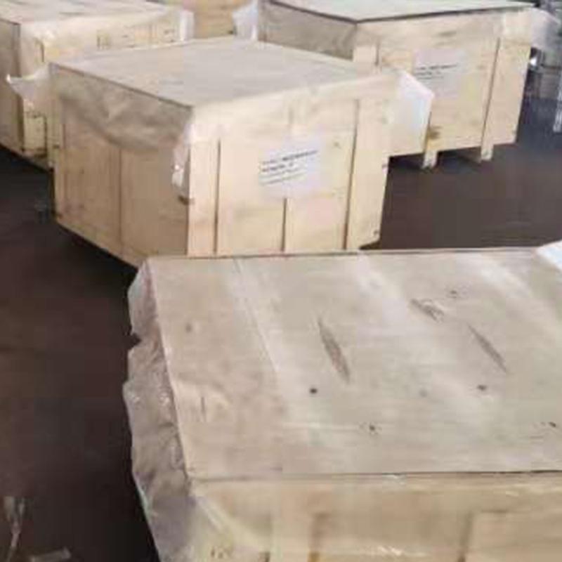 发往山东的二十吨碳钢法兰锻件正在包装